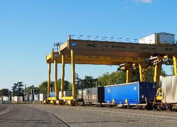 Caisses mobiles sur les rails entre Toulouse et Valenton.