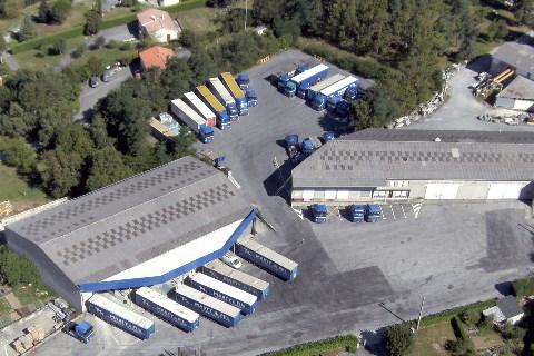 Site de Lacrouzette, proche de Castres (Tarn) : quais de stockage et de transport.