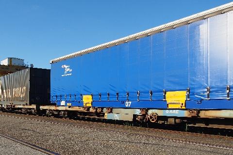 Cela fait maintenant plsu de 20 ans que les Transports MARTY utilisent le ferroutage (rail-route) dans leurs plans de transport quotidien. L'axe Toulouse Valenton représente 2 semi-remorques par jour...