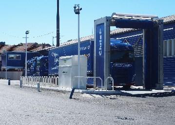 Station de lavage et carburant